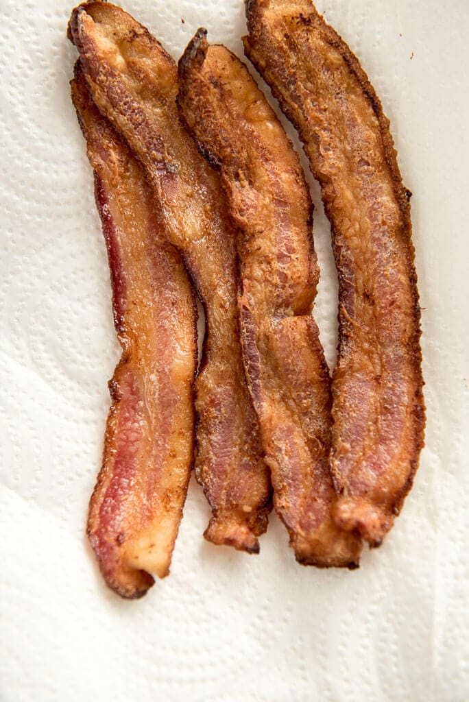 4 strips of bacon to learn how to make bacon in the oven
