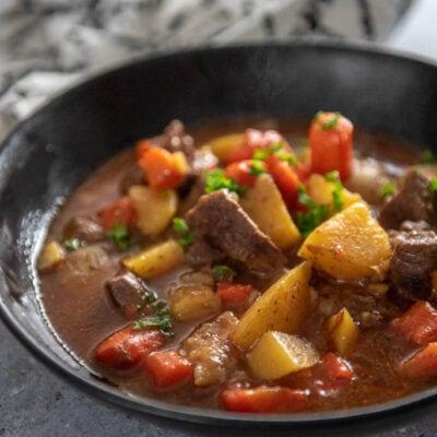 instant pot beef stew in black bowl