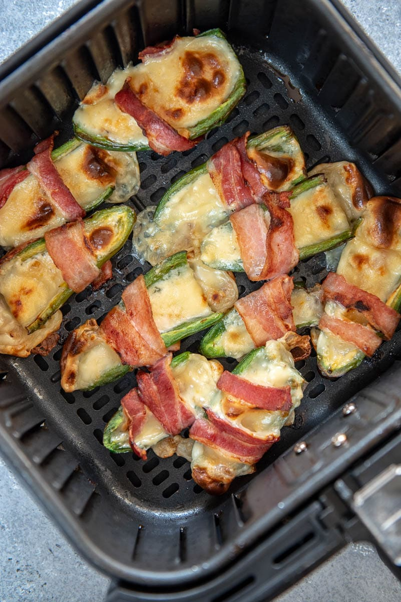 jalapeno poppers in air fryer basket