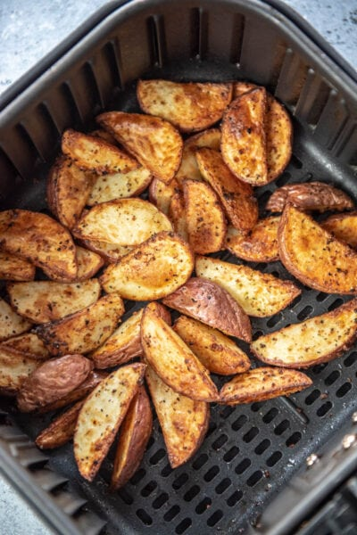 crispy potato wedges in air fryer basket