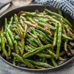 air fryer green beans in a bowl