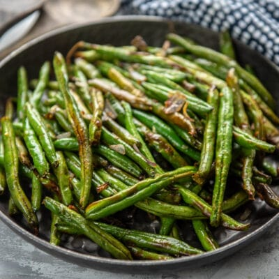 air fryer green beans in a bowl