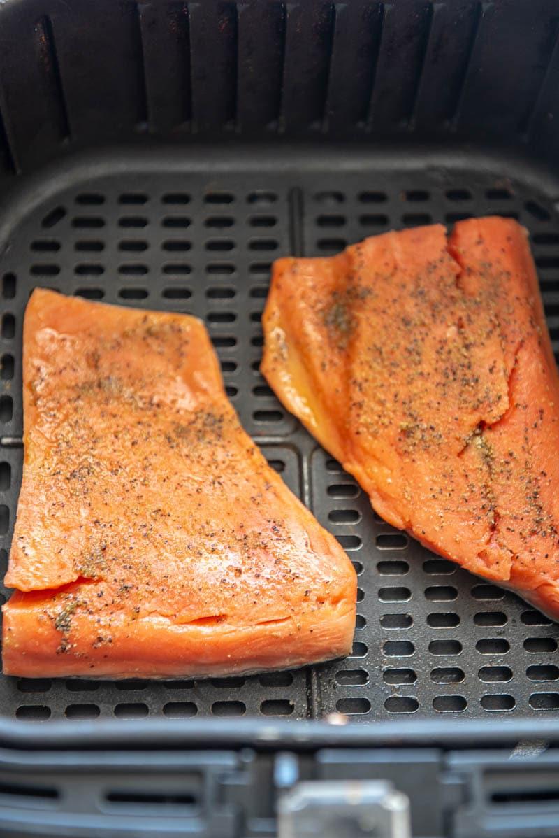 2 salmon filets in a air fryer